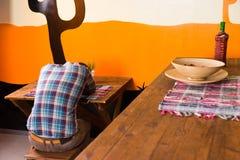 En man i en mexicansk stång får drucken och avverkar sovande Fotografering för Bildbyråer