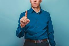 En man kan vara sedda halva-framsida shower per fingret på a Royaltyfri Fotografi