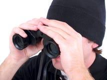 En man som använder isolerad kikare royaltyfri bild
