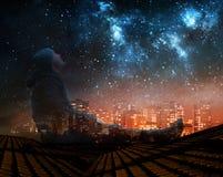 En man som håller ögonen på stjärnorna i natthimmel på taket i stad stock illustrationer