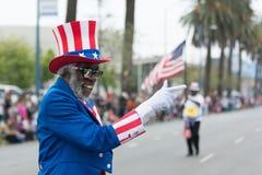 En man som kläs som Uncle Sam arkivfoto