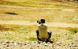 En man som tar foto Royaltyfria Bilder