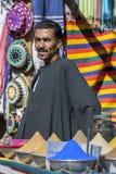 En man står på hans lager i den Nubian byn av skrud-Sohel i den Aswan regionen av Egypten royaltyfria foton