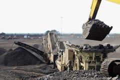 En mangaanmijnbouw die sorteren verwerken royalty-vrije stock fotografie
