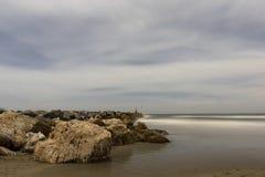 En Marbella de Nocturna de la playa de Cabopino Photo stock