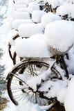 bicis en la nieve Imágenes de archivo libres de regalías