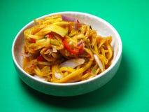 En matprsentation av en lokal maträtt, Kerabu Mangga Arkivbilder