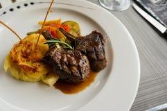 En maträtt av lammbiff Arkivfoto