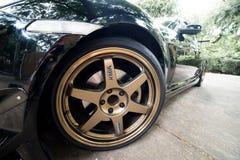 En Mazda RX8 bär kant för Volk strålar TE37 guld- 18 tum Royaltyfria Foton