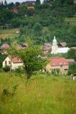 En by med tornet av kyrkan Royaltyfri Fotografi