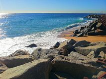 En medelhavs- strand Royaltyfri Fotografi