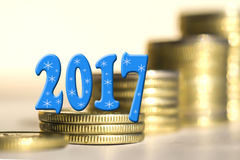 2017 en medio de monedas de las barras Imágenes de archivo libres de regalías