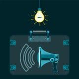 En megafon i en resväska i ett mörkt rum med en ljus kula Royaltyfria Bilder