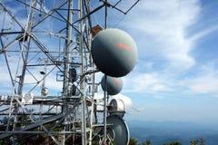 En mikrovågsammanlänkning på ett berg i virginia Royaltyfria Bilder