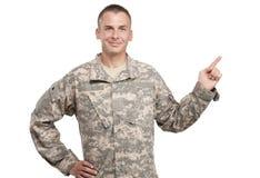 Lycklig soldat som pekar upp fotografering för bildbyråer