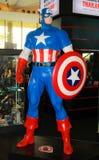 En modell av teckenkaptenen America från filmerna och comen Royaltyfri Fotografi