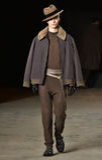 En modell går landningsbanan som bär Robert Geller Royaltyfria Foton