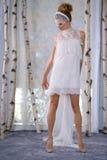 En modell går landningsbanan under den brud- samlingen för Elizabeth Fillmore Fall /Winter 2016 sömnader royaltyfri bild