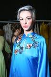 En modell som i kulisserna poserar på modeshowen för FTL Moda under MBFW-nedgången 2015 Royaltyfria Bilder