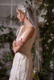 En modell som poserar under Claire Pettibone Four Seasons Collection, ställer ut Fotografering för Bildbyråer