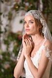 En modell som poserar under Claire Pettibone Four Seasons Collection, ställer ut Royaltyfri Fotografi