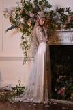 En modell som poserar under Claire Pettibone Four Seasons Collection, ställer ut Arkivbilder