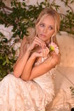 En modell som poserar under Claire Pettibone Four Seasons Collection, ställer ut Royaltyfri Foto