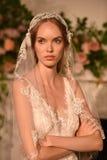 En modell som poserar under Claire Pettibone Four Seasons Collection, ställer ut Royaltyfria Foton