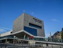 En modern byggnad i Bruges, Belgien royaltyfri bild