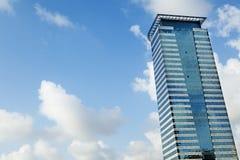 Modern byggnad & Sky Arkivfoto