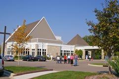 En modern kyrklig byggnad arkivbild
