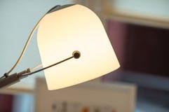 En modern lampa i inre royaltyfri foto