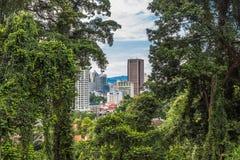 En modern stad som omges av djungeln, Kuala Lumpur Arkivbild