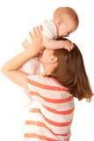 En moeder en baby die spelen lachen. Stock Foto