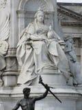 En monument som gör till drottning Victoria av England arkivbild