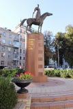 En monument till de ukrainska kosackarna på hästrygg Royaltyfri Bild