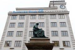 En monument till den bohemiska poeten och lingvisten Josef Jungmann arkivbilder