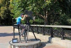 En monument till en televisionkamera i Kiev Arkivfoto