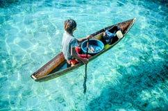 en morgenunges säljande skaldjur Arkivfoton