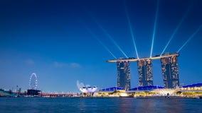 En mousserande cityscape på natten med royaltyfri bild