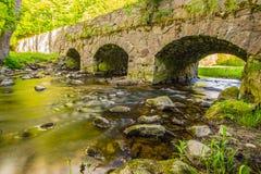 En mycket gammal stonebridge Royaltyfri Foto