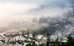 En mycket liten by i Yuanyang, Yunnan Arkivfoto