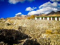 En by nära Nako, Himachal Pradesh Royaltyfri Bild