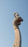 En närbild av en drake på ett Viking skepp Fotografering för Bildbyråer