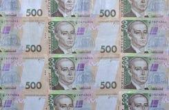 En närbild av en modell av många ukrainska valutasedlar med en medeltal - värde av hryvnia 500 Bakgrundsbild på affär i Ukr Royaltyfri Fotografi