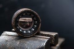 En n?rbild av en reservdel f?r metallbil royaltyfri foto
