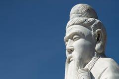 Staty av Confucius (närbilden) Arkivbilder