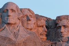 En närbildsikt av de fyra presidenterna fotografering för bildbyråer