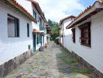 En nätt gata i Pueblito Boyacense Arkivbild