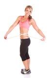 En nätt ung kvinna med viktledning som mäter bandet Royaltyfri Foto